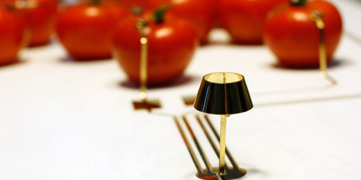 ON/OFF: Tomaten versorgen LED mit Strom