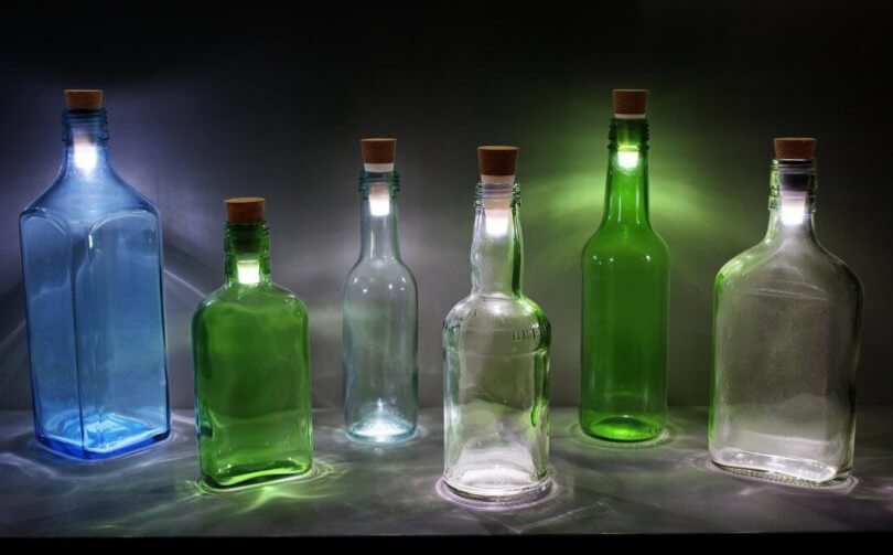 bottle light verwandelt leere flaschen in coole lampen. Black Bedroom Furniture Sets. Home Design Ideas
