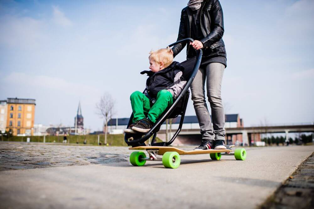longboard kinderwagen von quinny f r coole eltern. Black Bedroom Furniture Sets. Home Design Ideas